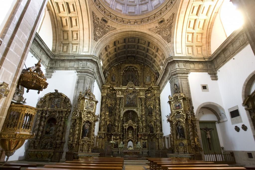 A 450m del Monasterio e Iglesia de San Paio de Antealtares